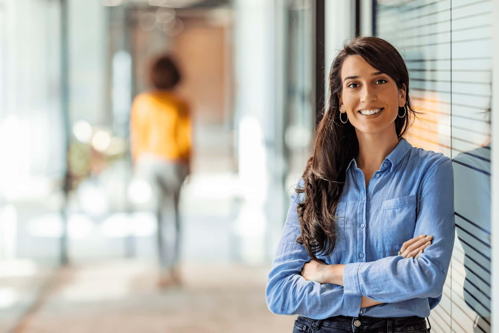 En kvinnlig anställd på Likvidums kontor